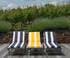 Transats noirs avec coussins rayés Jardin Privé