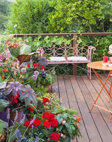 Aménager et végétaliser une petite terrasse fleurie