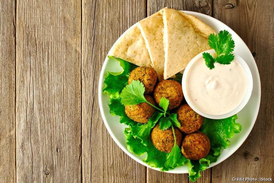 Falafels à la sauce au yaourt et pois chiche
