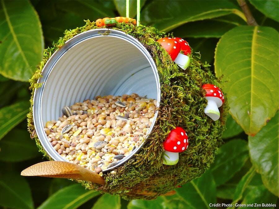 boîte de conserve mangeoire à oiseaux