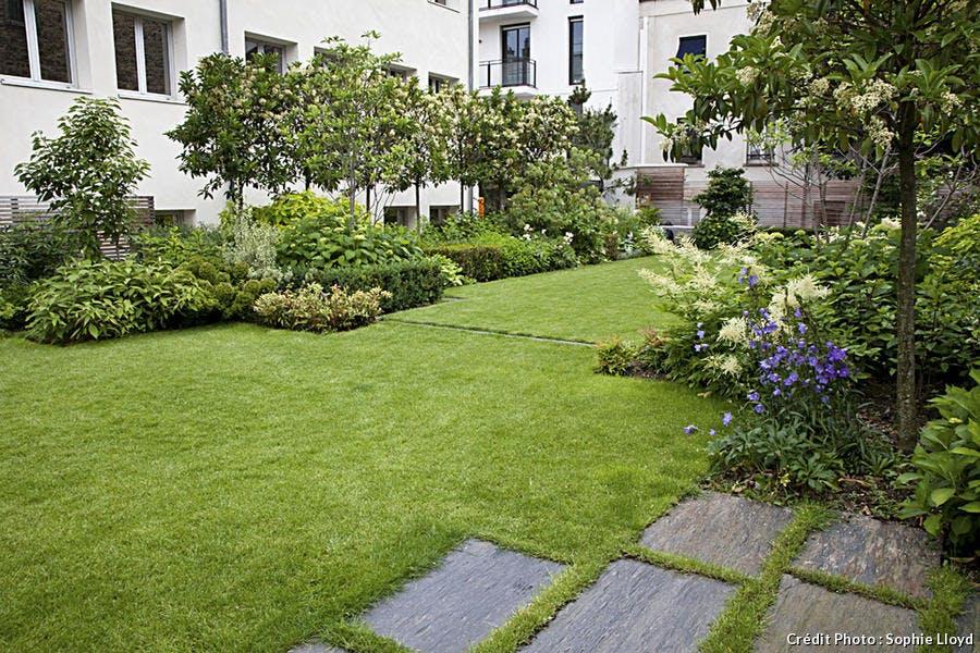 jardin et coin pelouse