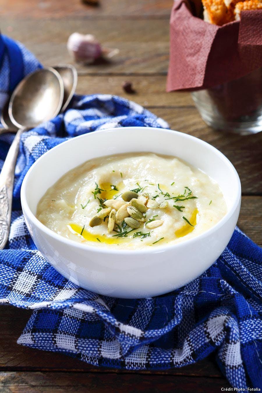 soupe de céleri-rave dans un bol