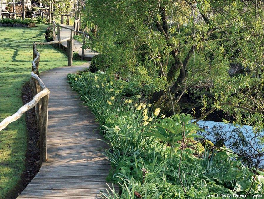 Chemin de bois au jardin de Berchigranges