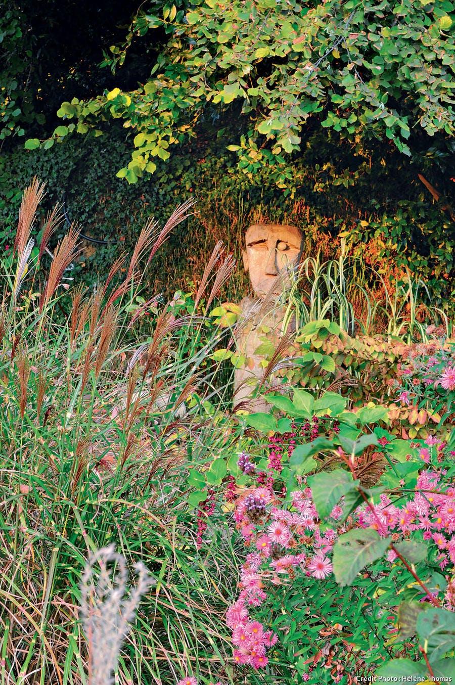 Tête sculptée dans du bois de peuplier.