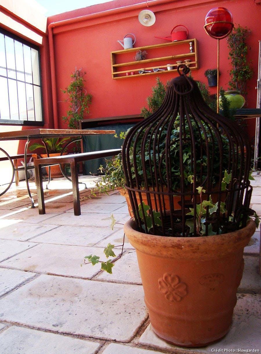 Terrasse à Marseille, le relooking (étape 2). Le coin repas aménagé.