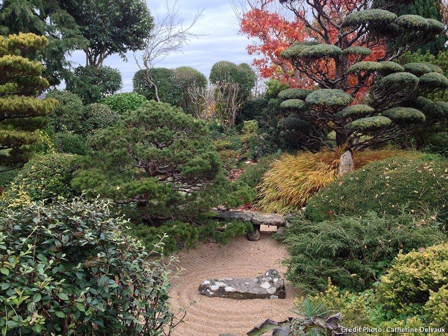 Gravier ratissé dans le jardin zen