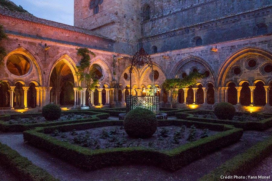 dja-nuit-abbaye-fontfroide4-yann-monel-1119.jpg