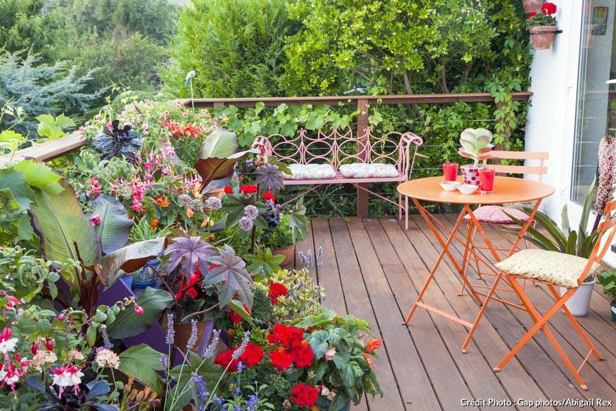 Petite terrasse fleurie esprit nature