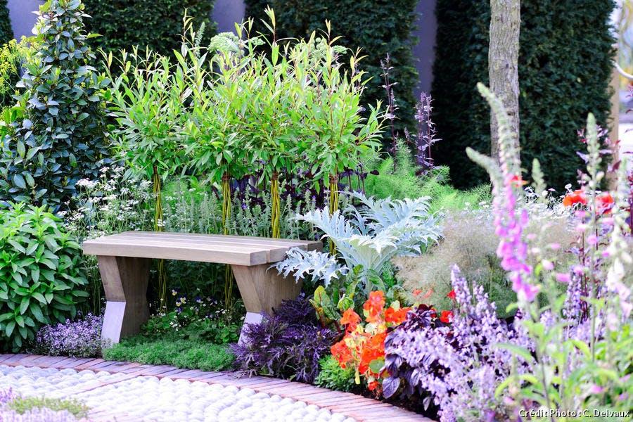 Un banc dans le jardin