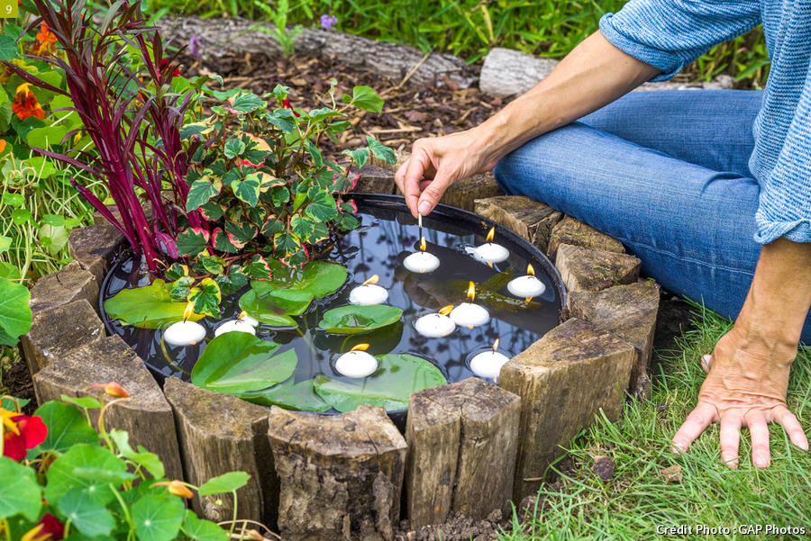 Disposer les bougies dans le bassin