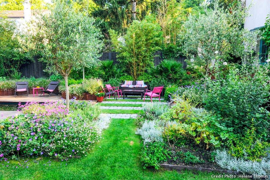 Panorama du jardin fleuri