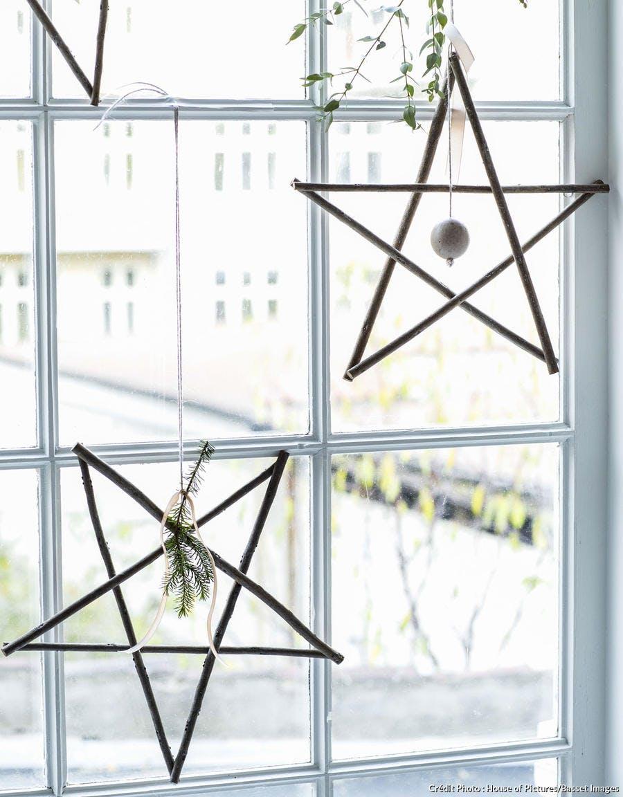 étoiles à suspendre devant la fenêtre