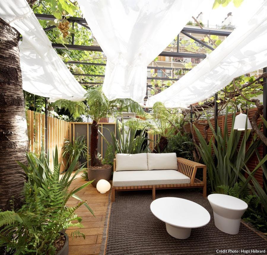 jardin à Paris avec voiles tendues