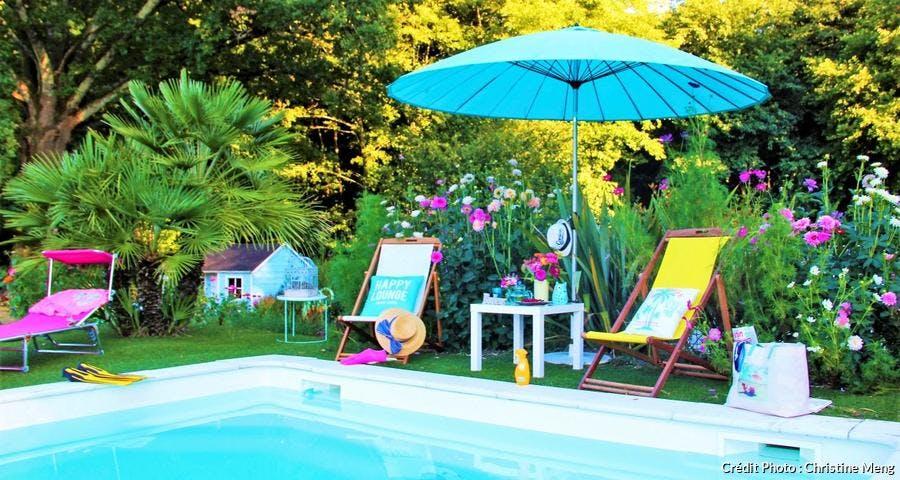 jardin au bord de la piscine