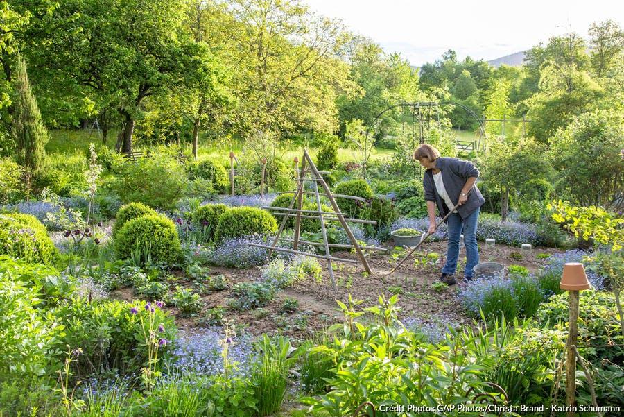Nettoyer le jardin avec la Lune