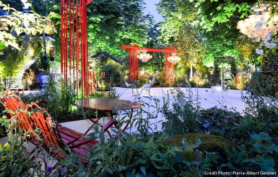 jardin d'Alexandre Tonnerre éclairé la nuit.
