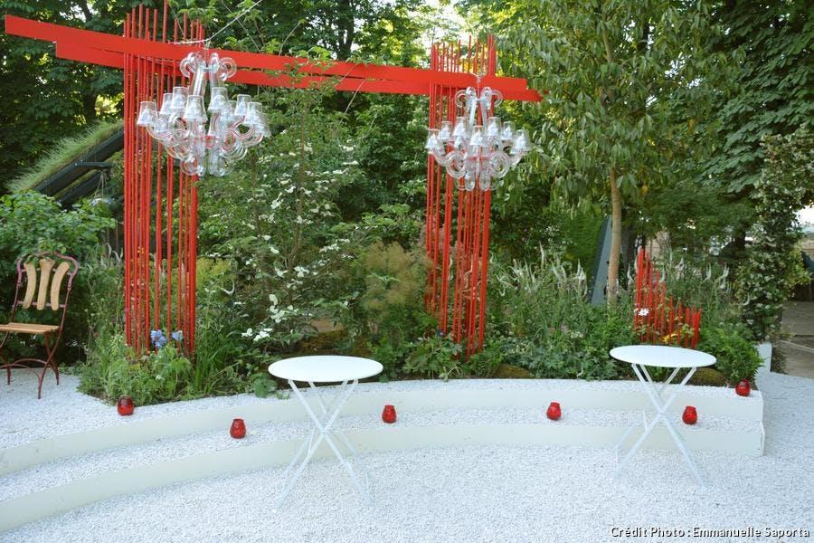 lustre de Fatboy dans le jardin réalisé par Alexandre Tonnerre pour Jardins jardin