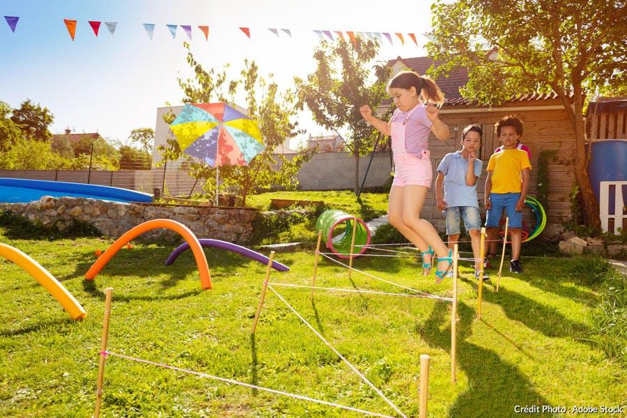 Parcours sportif pour les enfants dans le jardin