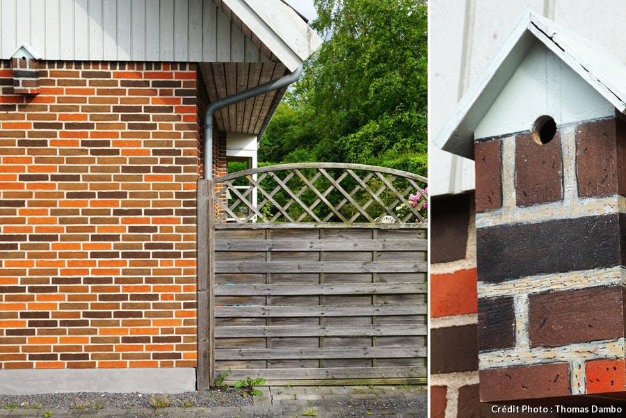 nichoir sur mur de briques