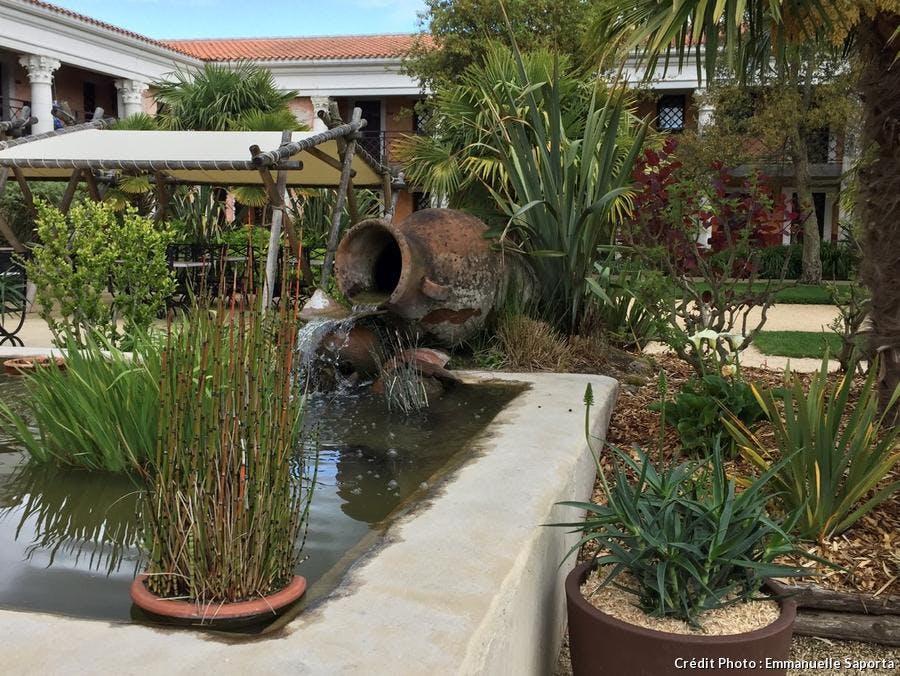 Le jardin décoré dans l'esprit de la Villa Gallo-romaine