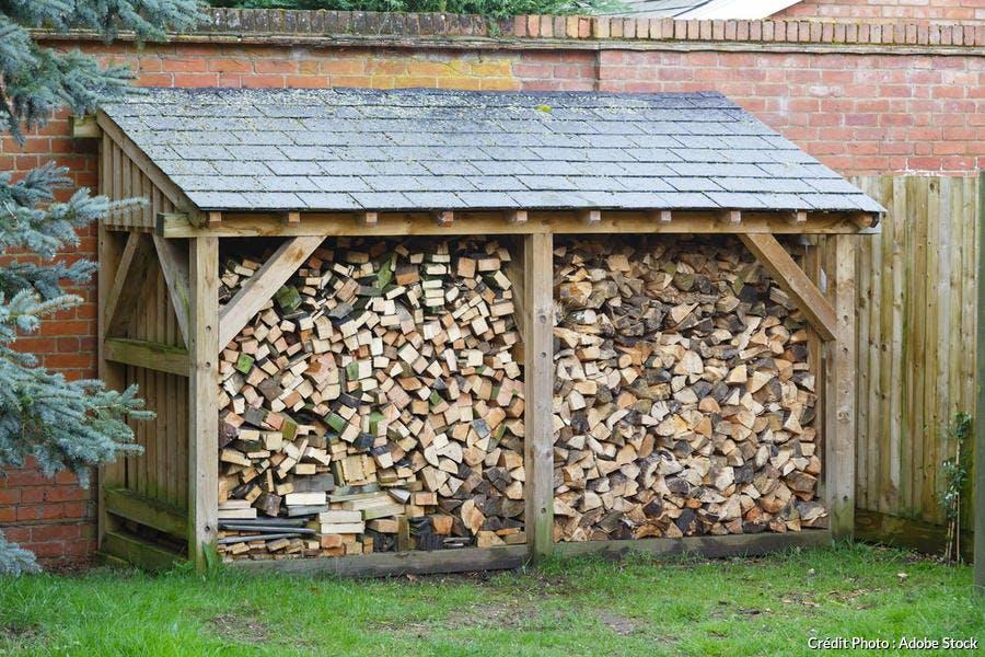 stockage du bois sous abri