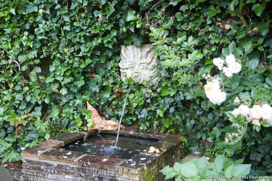 djweb_jardinhugues_fontaine.jpg
