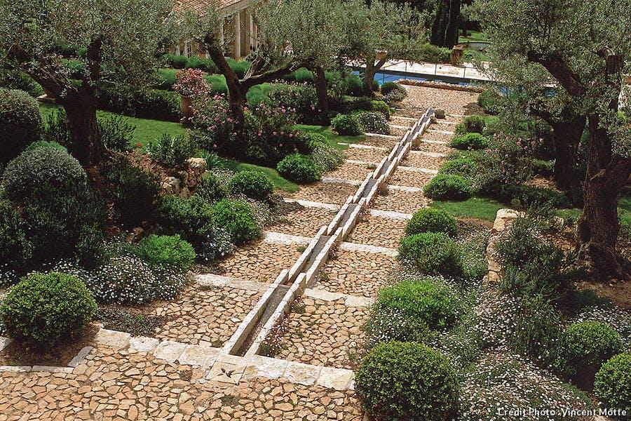 Chemin d'eau pour jardin méditerranéen