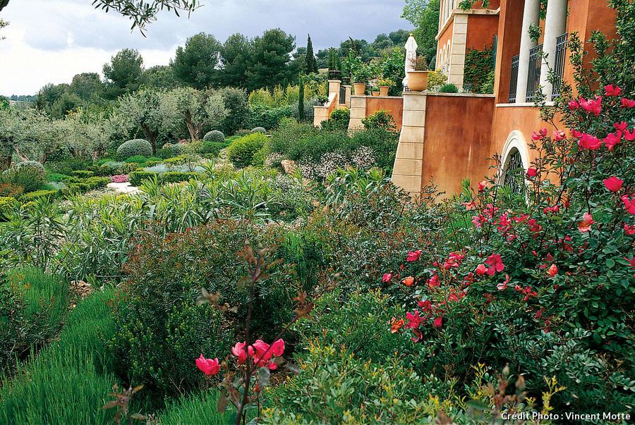 7 Idees Pour Creer Un Jardin De Style Mediterraneen 2019