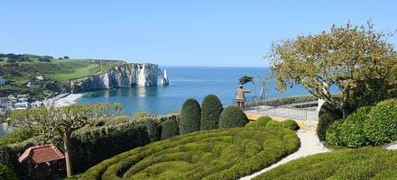 Jardins d'Etretat avec vue sur les falaises