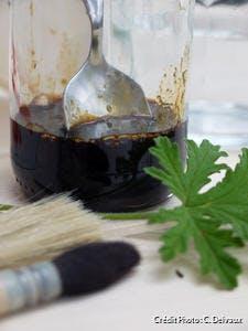 Savon noir liquide dans un bocal en verre