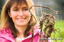 Portrait d'une jardinière avec une racine