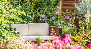 Salon de jardin fleuri